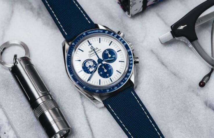 Omega Speedmaster Silver Snoopy Replica Watch